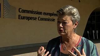 Belügyi biztos: mindenki elfogadja majd az új migrációs paktumot