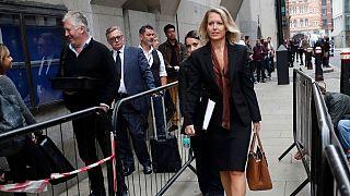 وکیل جولیان آسانژ در برابر دادگاه