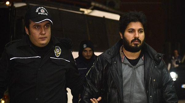 ABD'nin İran'a yönelik yaptırımlarını deldiği gerekçesiyle ABD'de tutuklanan iş insanı Reza Zarrab (sağda)