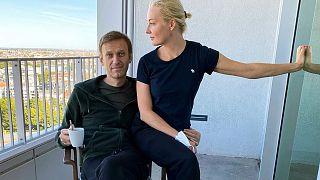 Алексей Навальный с супругой в берлинской клинике Charité