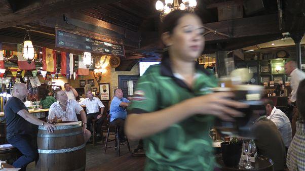 ABu Dabi'de içki yasağı gevşiyor