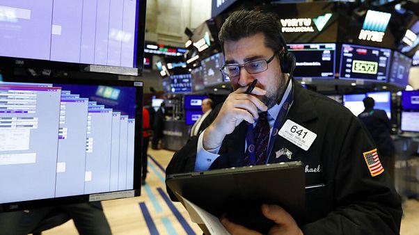 Фондовый рынок упал из-за опасения новых карантинных мер