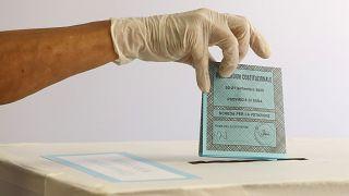 İtalya'da parlamenter sayısını düşürme referandumu