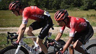 Archives : le Britannique Connor Swift et le Colombien Nairo Quintana de l'équipe Arkea-Samsic lors de la 13e étape de la 107e édition du Tour de France, le 11 septembre 2020