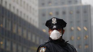 """عنصر من شرطة نيويورك التي تسمى اختزالاً """"إن واي بي دي"""""""