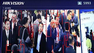 A Hikvision arcfelismerő rendszere egy pekingi kiállításon, 2018-ban
