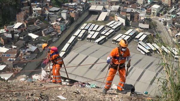 تنظيف المنحدرات في ريو دي جانيرو