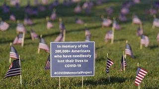 Homenaje a las 200.000 víctimas de la COVID-19 en Washington