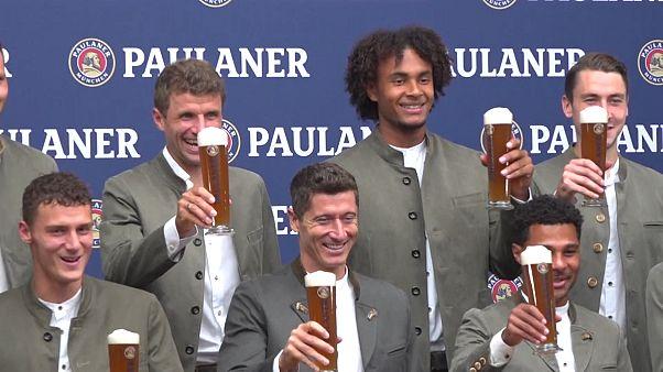FC Bayern München: Gute Laune beim traditionellen Lederhosen-Shooting