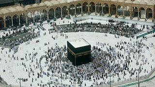 وزارة الداخلية السعودية تعلن السماح مجدداً بأداء العمرة والزيارة تدريجيًا
