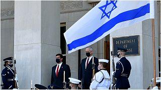 وزير الدفاع الأمريكي يستقبل نظيره الإسرائيلي بيني غانتس