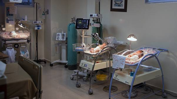 Otages de la crise du Covid-19, des bébés GPA attendent leurs parents biologiques en Russie