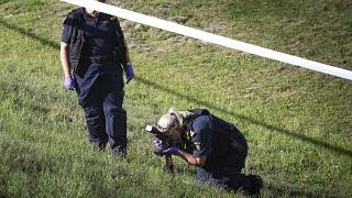La police scientifique au travail près d'une station service à Botkyrka - Suède -, où une fillette a été assassinée le 2 août 2020