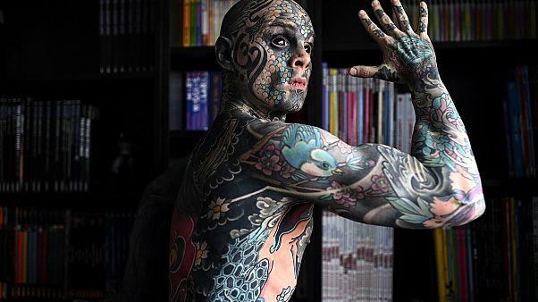 Fransa'nın 'dövmeli adamı' aynı zamanda ilkokul öğretmeni