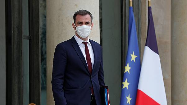 Le ministre français de la Santé, Olivier Véran, sortant de l'Elysée, le 23 septembre 2020