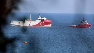 Akdeniz'de araştırma yapan Oruç Reis gemisi
