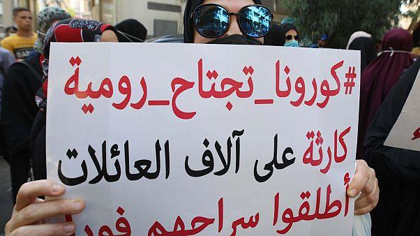 أقارب سجناء رومية ينظمون مظاهرة خارج وزارة العدل في العاصمة اللبنانية بيروت في 14 سبتمبر 2020