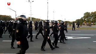 Enfrentamientos entre policía y manifestantes durante la manifestación de este miércoles en Minsk