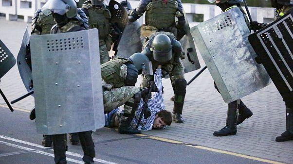Detenção durante manifestação em Minsk