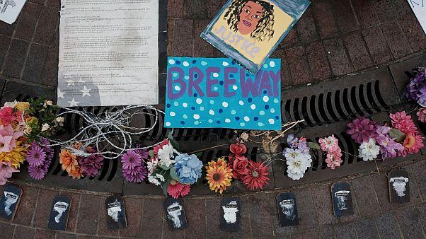 Amerikalı siyahi Breonna Taylor'ın 13 Mart'ta evinde polisler tarafından öldürülmesi Kentucky eyaletinde ve ülke genelinde büyük çaplı protestolara neden oldu.