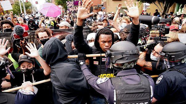 تظاهرات علیه تبرئه ماموران دخیل در پرونده بریانا تیلور در لوئیویل ایالات متحده آمریکا