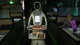 """""""Chips oder Mikrochips?"""" - erstes Roboterrestaurant öffnet in England"""