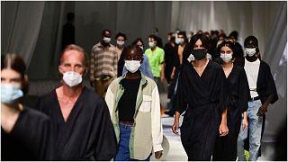 عرض أزياء في أسبوع ميلانو للموضة