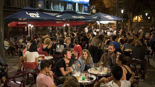 Des amis en terrasse de café à Marseille, le 12 septembre 2020