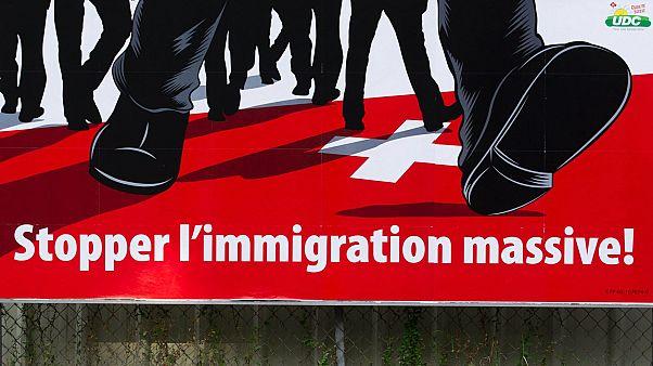 A svájci néppárt bevándorlásellenes óriásplakátja 2011-ből