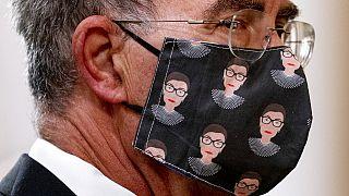 La mascarilla con la efigie de la fallecida Ruth Bader Ginsburg causa furor en EEUU.