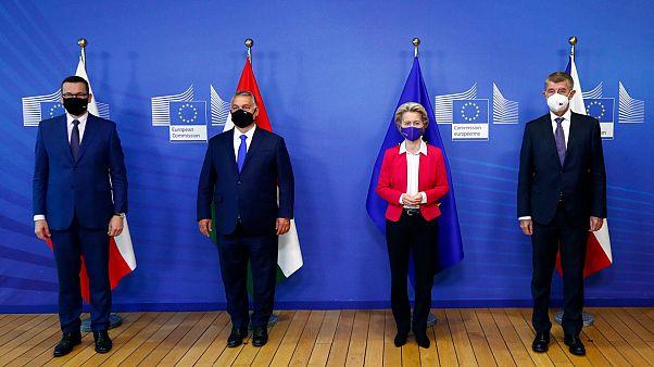Les premiers ministres polonais, hongrois et tchèque du groupe de Visegrad rencontrent la présidente de la Commission européenne pour une réunion sur les questions migratoires