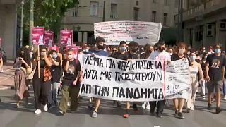 Profesores, estudiantes y padres se manifestaron este miércoles en Atenas contra el plan del Gobierno griego para los centros escolares.
