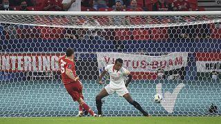 Lewandowski gólját a játékvezető les miatt nem adta meg