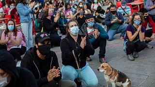 A bizonyos kerületek elhagyását tiltó szabályozás ellen tüntettek Madridban