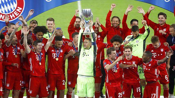 Bayern feiern SuperCup-Sieg in Budapest