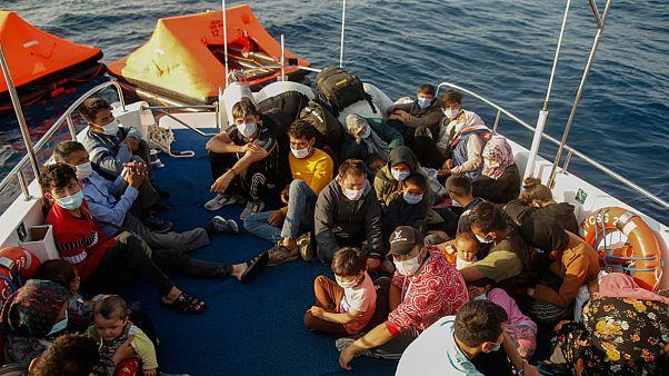 صورة للاجئين اثناء إنقاذهم من قبل السلطات التركية