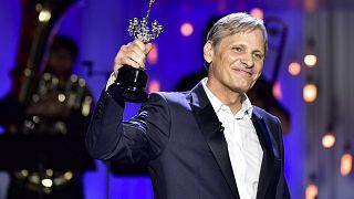 El actor estadounidense Viggo Mortensen recibiendo el Premio Donostia. El 24 de septiembre de 2020.