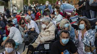 Residentes de áreas restringidas en Madrid protestan contra las medidas adoptadas por el Ejecutivo regional