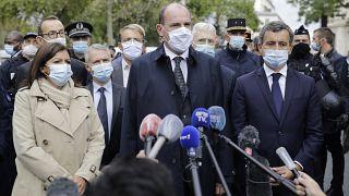 Primeiro-ministro francês no local do ataque com arma branca em Paris