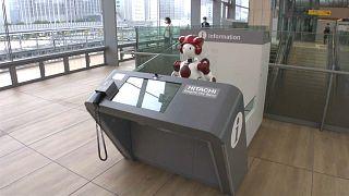 Robotok egy tokiói vasútállomáson