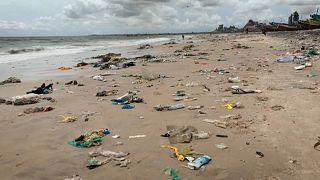 Sénégal : Le combat de la ville balnéaire de Bargny contre les déchets