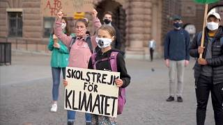 غريتا تونبرغ في وقفة احتجاجية من أمام البرلمان السويدي