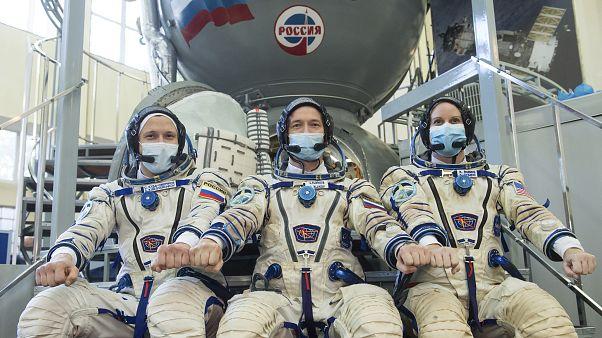 Maszkban nyilatkoztak az űrhajósok
