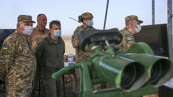 الرئيس الأوكراني يتفقد موقع تدريبات عسكرية في البلاد 23 سبتمبر 2020