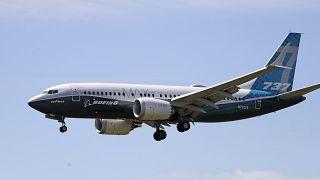 طائرة بوينغ 737 ماكس تتجه إلى الهبوط بعد رحلة تجريبية في سياتل