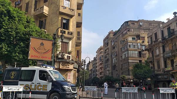 صورة لسيارة شرطة في أحد ميادين القاهرة