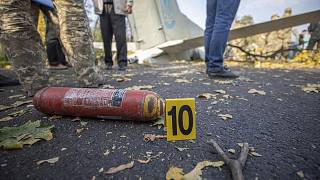 Des débris d'avion, près de l'aéroport militaire de Tchougouïv, Ukraine, le 26 septembre 2020