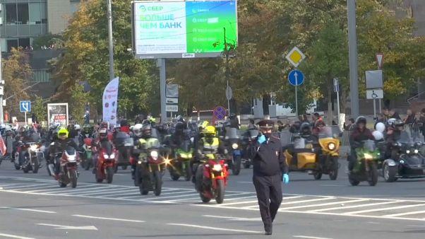 عشرات سائقي الدراجات النارية يستعرضون مهاراتهم في موسكو - 2020/09/26