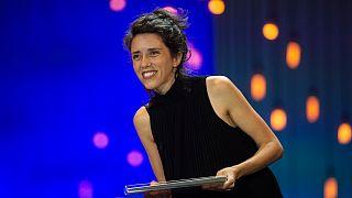 Catarina Vasconcelos recebe o prémio Zabaltegi-Tabakalera em San Sebastian