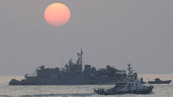 سفينة عسكرية كورية جنوبية بالقرب من جزيرة يونبيونغ